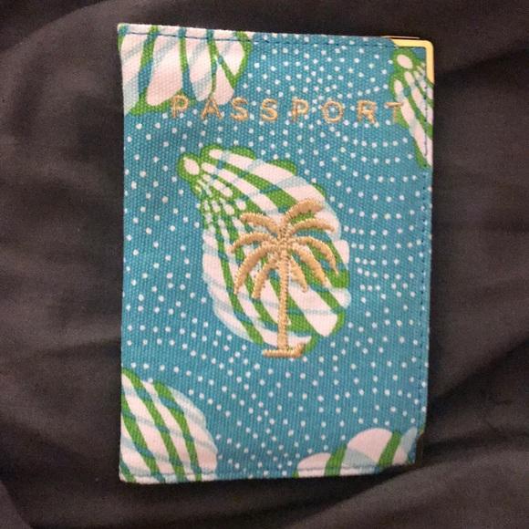 Lilly Pulitzer Accessories - Lilly Pulitzer Passport Case